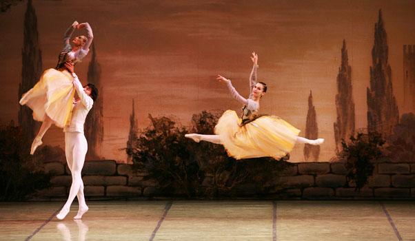 El Ballet Nacional Ruso pone en escena 'El lago de los cisnes' en El Batel
